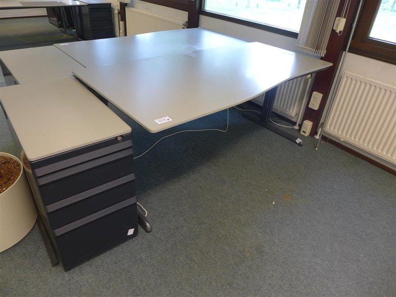 Bureau ahrend lxb ca 180x90 cm in hoogte v for Ladenblok kantoor