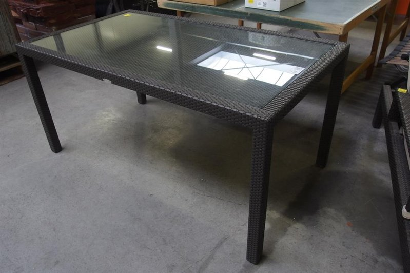 Metalen Tuintafel Met Glasplaat.Tuintafel Wicker Bruin Met Verzonken Glasplaat Afmeting 160x90x75cm