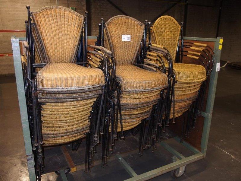 Stoel Metalen Frame : Ca. 48x stoel voorzien van metalen frame en rieten bekleding