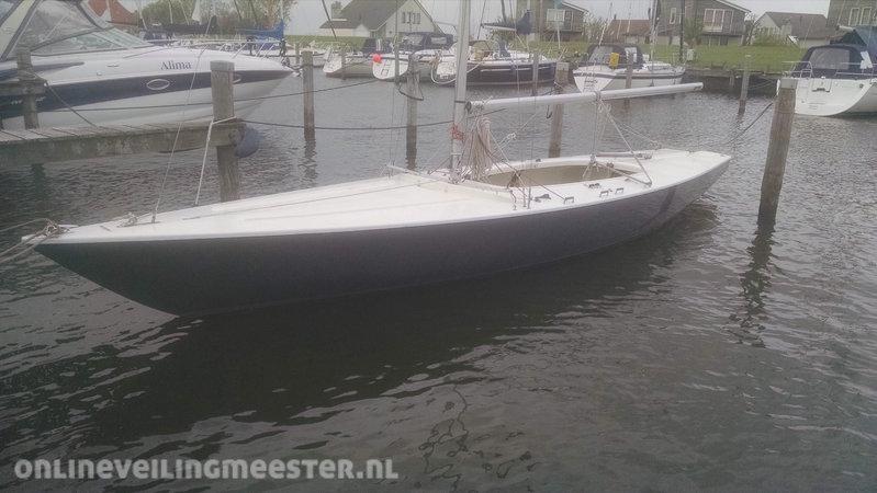 Hedendaags Open zeilboot Soling, ex Olympische wedstrijdklasse, afm. lxb ca AL-77