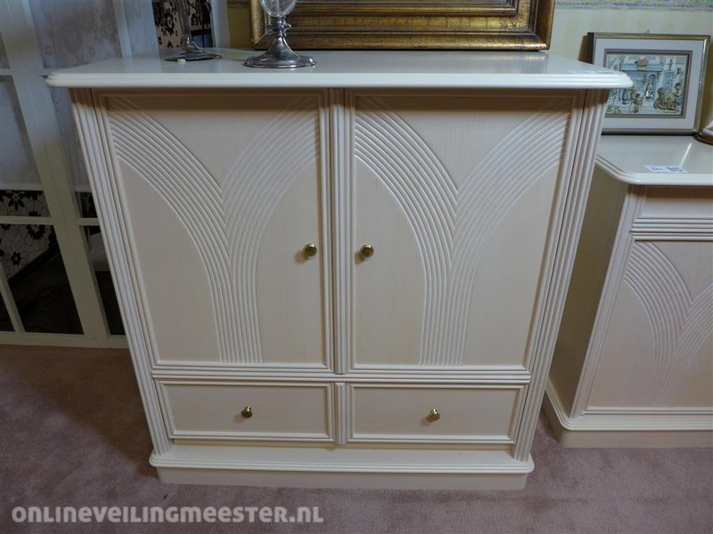 White Wash Kast : Tv kast houtkleur white wash inschuifdeur klep