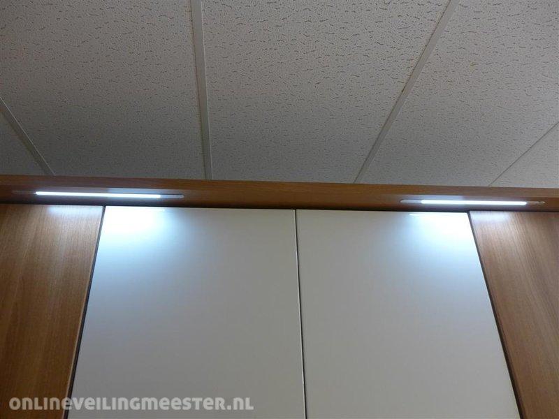 Draaideurkast Niels, notendecor met hoogglans, 4x deur, 4x plank, 2x ...