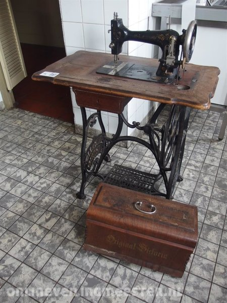 Sewing machine Original Victoria 40 Onlineauctionmaster Mesmerizing Original Victoria Sewing Machine