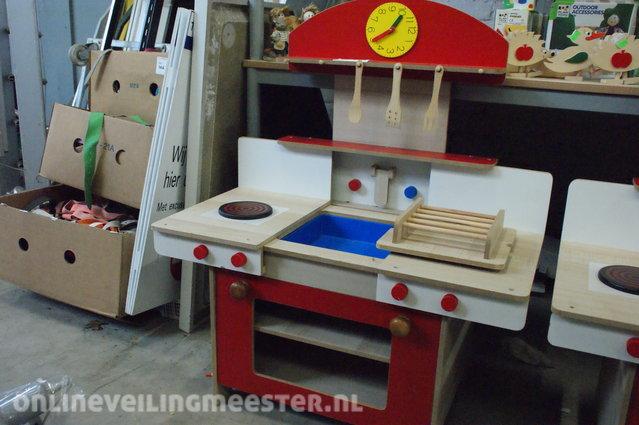 Houten Speelgoed Keuken : Houten speelgoed keuken bruin rood blauw onlineveilingmeester.nl