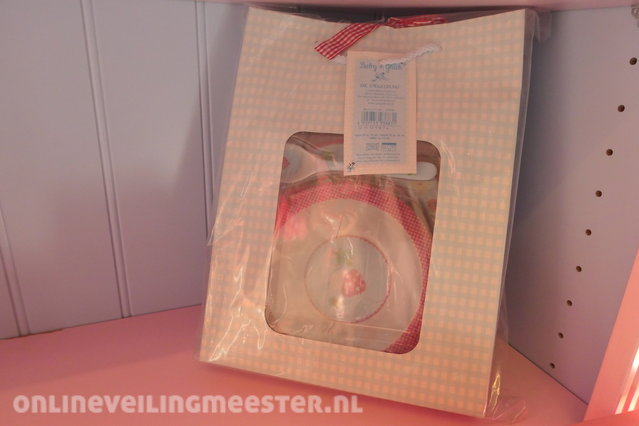 Badkamerkast Met Lamp : Spiegelburg kast met inhoud en lamp onlineauctionmaster.com