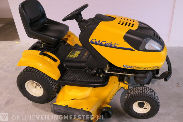 Lawn tractor Cub Cadet, 1050 Zero Turn