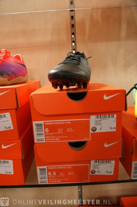 7x Voetbalschoenen (maat 38.5 44) Nike