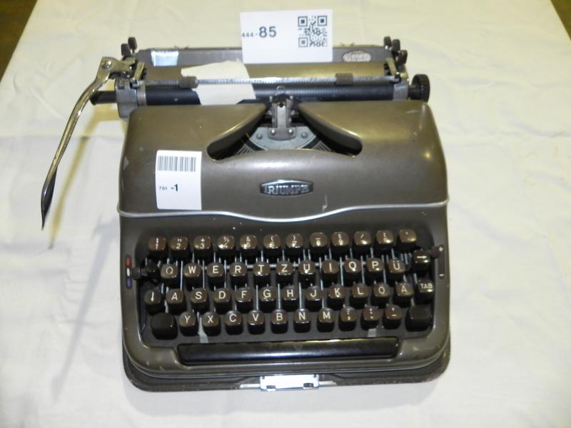 oude kofferschrijfmachine triumph leeftijd c. Black Bedroom Furniture Sets. Home Design Ideas