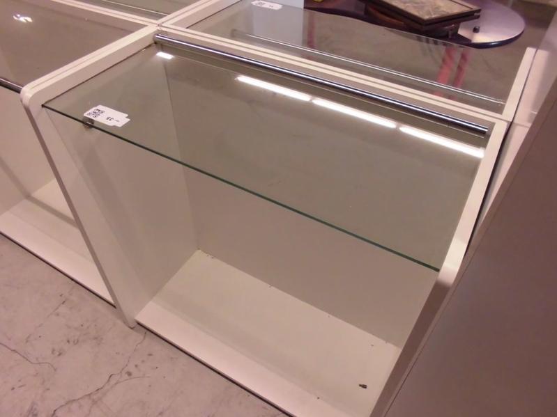 Showroomkast met glazen plaat afm ca 95x45 for Glazen plaat