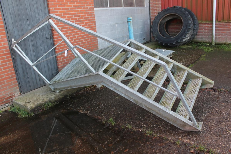 Bordes trap hoogte ca 1 mtr for Hoogte trap
