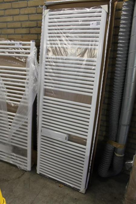 Veraline Economy Handdoekradiator.Decor Radiator Veraline Economy Kleur Wit Afmeting Ca 600x1750