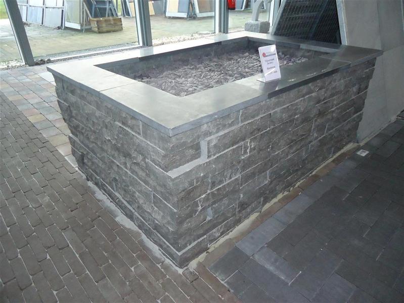 Wonderbaarlijk Bloembak opgebouwd uit natuursteen stapelblokken VZ-74