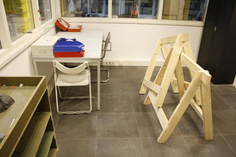 Inhoud kantoor bestaande uit: bureau 2x stoel kast ladekast