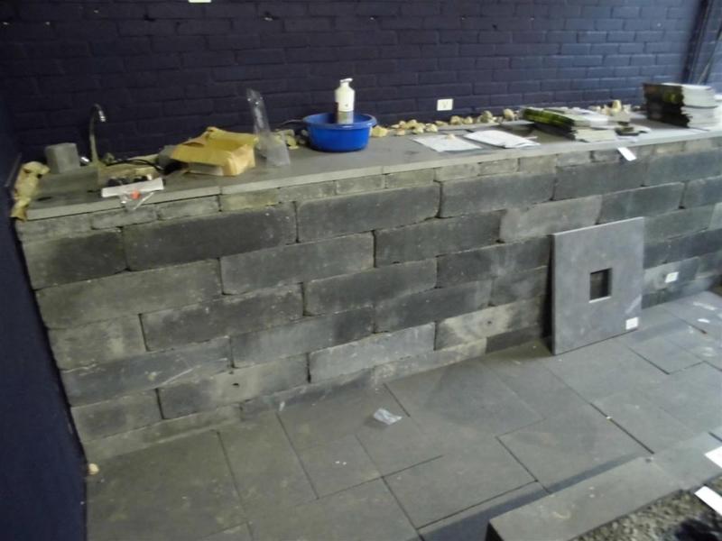 Muur gebouwd van ca 33x stapelblok getromme - Imitatie natuursteen muur tegel ...