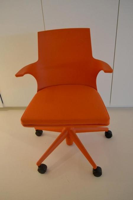 Kartell Spoon Bureaustoel.Bureaustoel Kartell Spoon Kleur Oranje Kunststof Met Stoffen Zitting