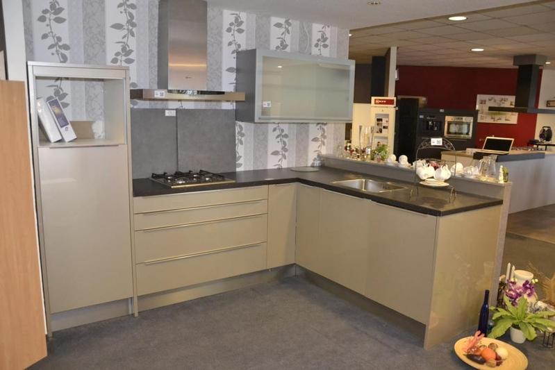 Keukenhoekopstelling beige hoogglans hxbxd - Carrousel vloer ...