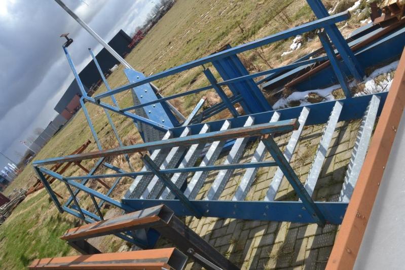 Trap met rooster trecen staal ca 3 meter for Trap 2 meter