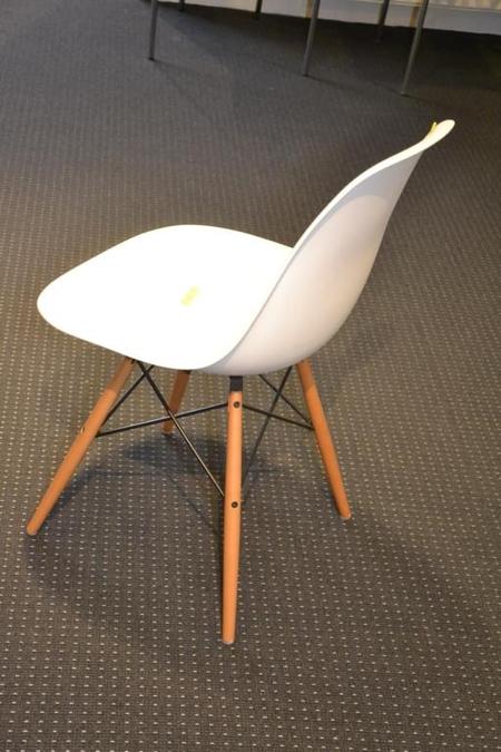 Stoel vitra charles eames plastic chair voor - Houten plastic stoel ...