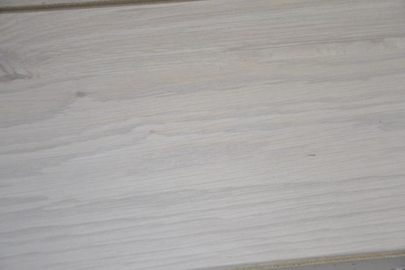Wit Eiken Laminaat : Partij laminaat met v groef kleur eiken wit ca. 38 m2