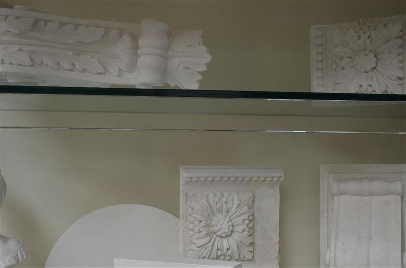 Inhoud van 3 legborden met ca 16x decoratie - Decoratie gips corridor ...
