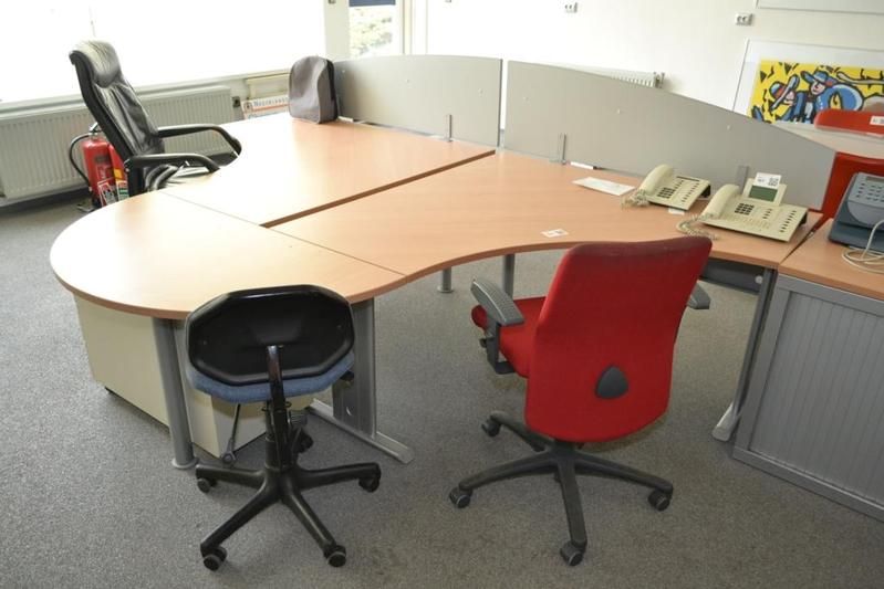Bureauopstelling bestaande uit 2 werkplekken for Ladenblok kantoor