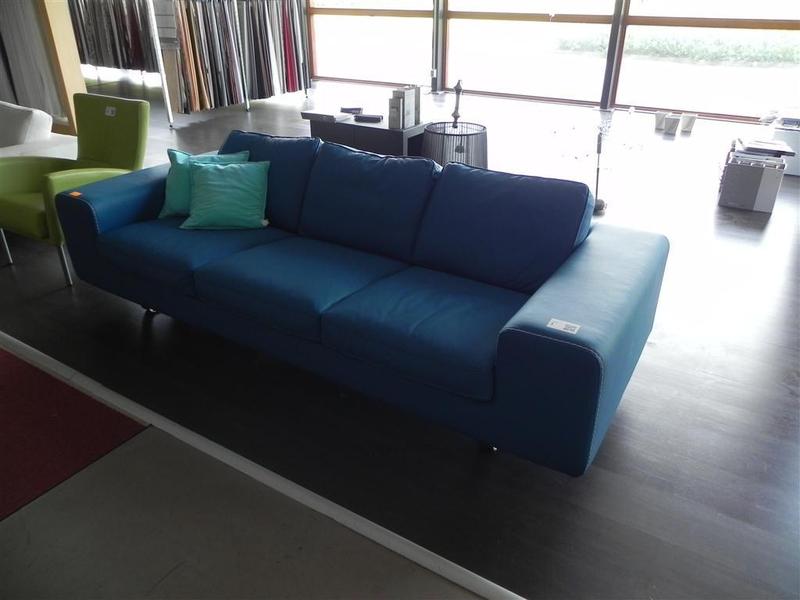 Italiaans Design Bank : Het extra bed bank in de kamer picture of green garden resort