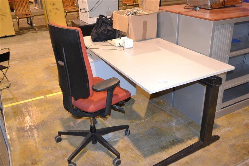 Bureau lxbxh ca 160x80x74 cm inclusief bur for Ladenblok op bureau