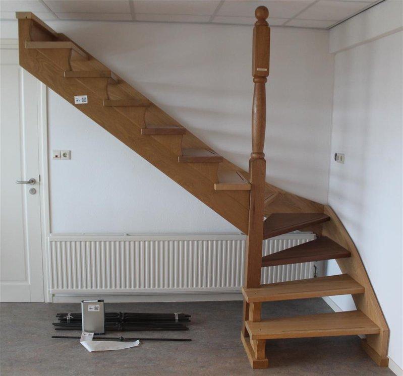 Trap 12 treden kwart draai hout for Kwart trap