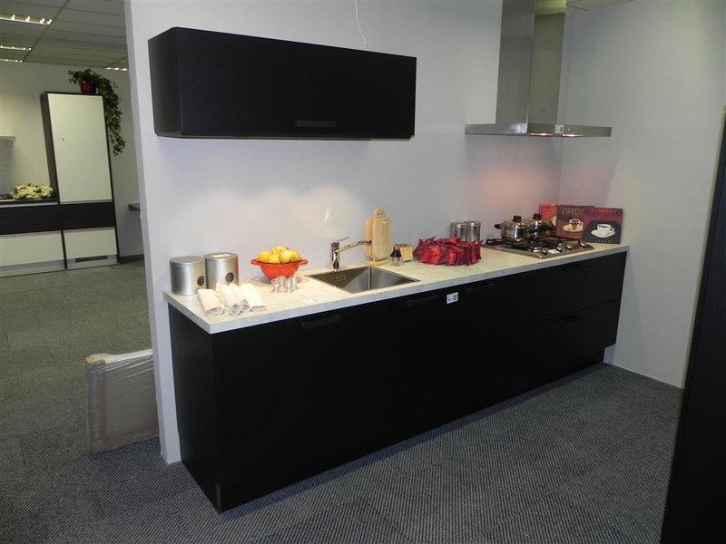 Keuken Pronorm, Structuur, rechte wand, zwart met kunststof blad ...