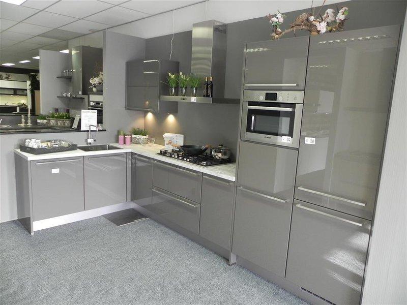 Keuken Nobilia, hoekvorm, grijs met kunststof blad ...