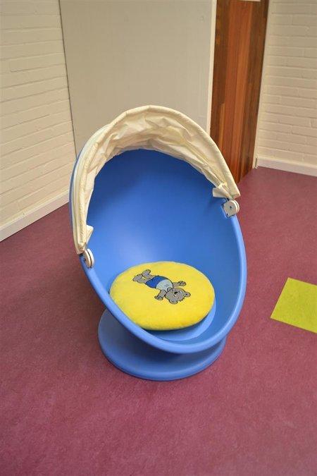 Wonderbaar Kinderstoel, ei-vorm, draaibaar, afm. hxb ca. 85x58cm, voorzien XR-76