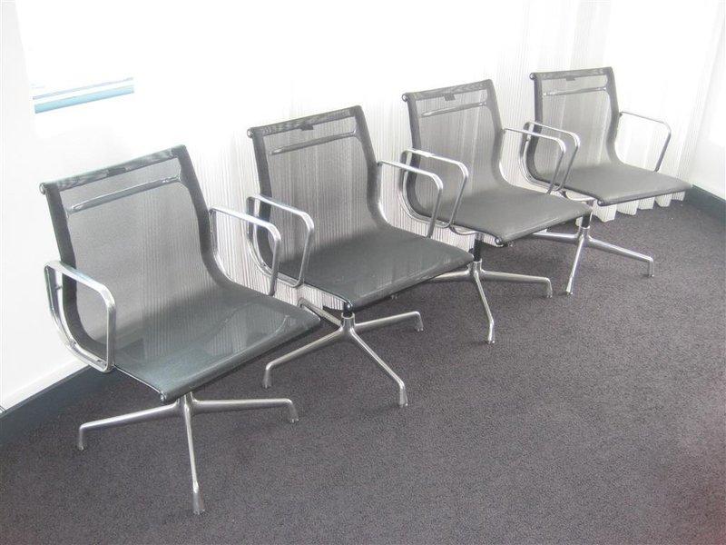 Charles Eames Stoel : Stoel vitra charles eames model ea zwart netweave