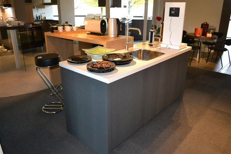 Keuken eiland met bar italiaanse design keuken snaidero te bergen op zoom projekt - Centrum eiland met bar ...