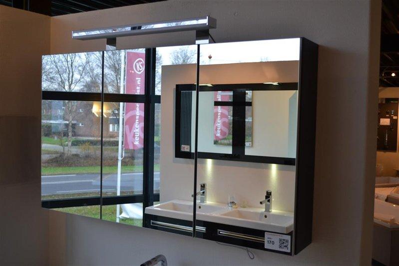 Spiegelkastje 3 Deurs.Spiegelkast 3 Deurs Met Verlichting Hxbxd Ca 64x110x18cm