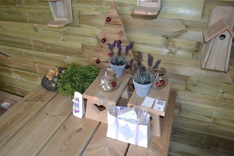 Partij decoratie waaronder bankje bloempot decoratie for Decoratie bankje