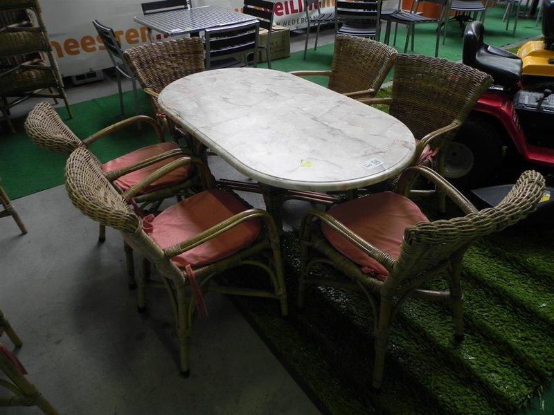 Rotan tafel ovalen tafelblad gemarmerd wurzalit rotan stoel