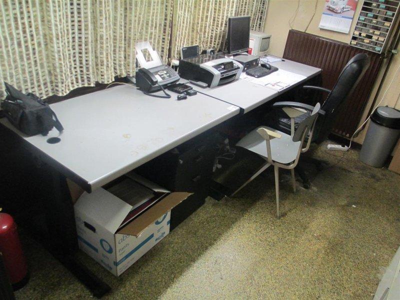 2x bureautafel met verlichting 2x ladenblok for Ladenblok kantoor