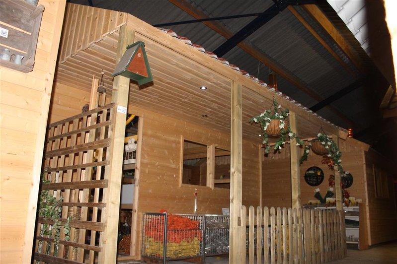 Tuinschuur garage met afdak 1 loopdeur 1 zi - Veranda met dakpan ...