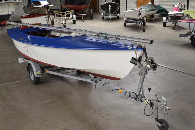 Beste Open zeilboot Flying Arrow, type Spanker, afm. lxb ca. 585x200cm GW-04